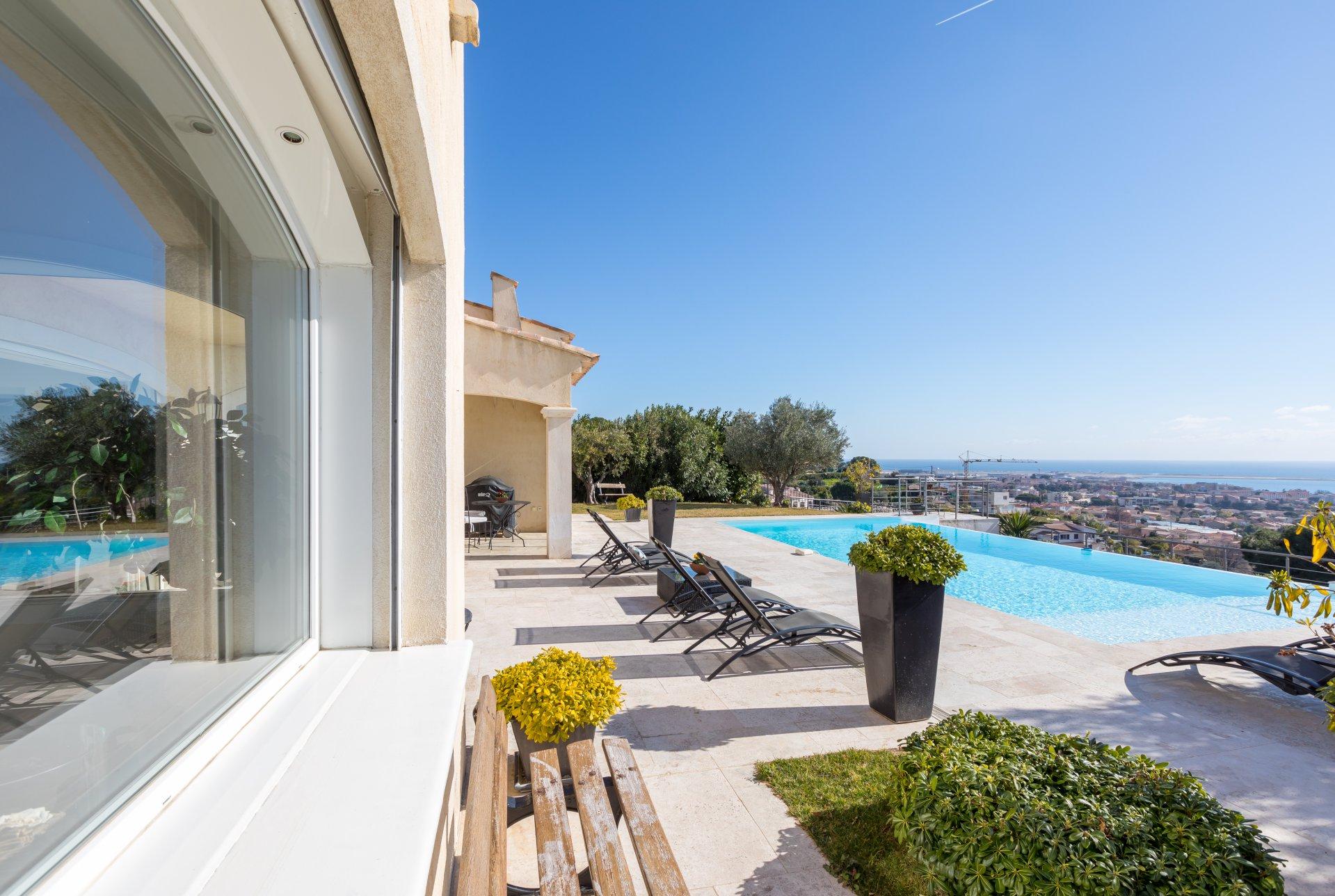 Anzeige Verkauf Eigentum Cagnes-sur-Mer (06800), 9 Räume ref:V2165CO